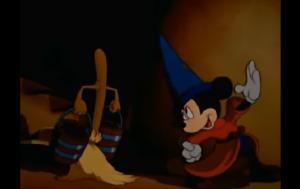 ほうきに魔法をかけたミッキー